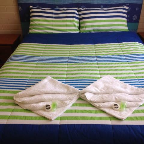 EBC mar 2015 Queen bed bright bed spread