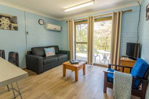 Emu Beach Chalets - Three Bedroom Chalet